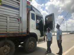 Number of vehicles through An Giang Border Gate surges