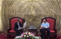Director General Nguyen Van Can works with representatives of the UK Border Force