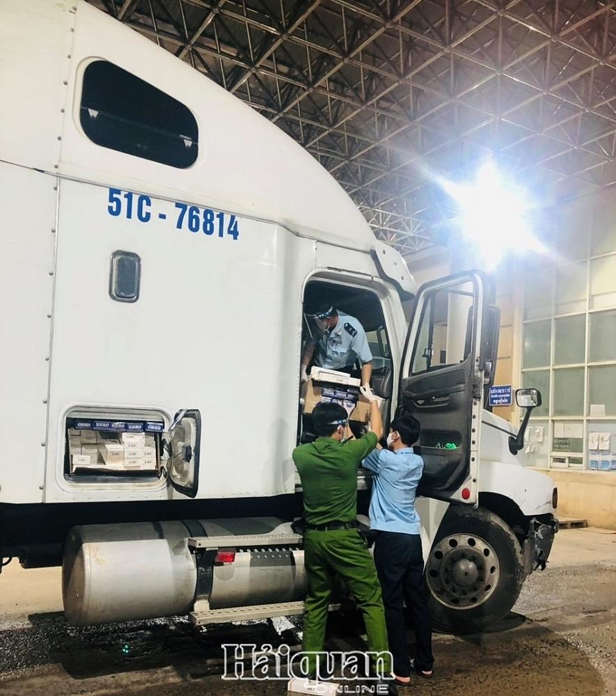 Moc Bai Customs seizes 10,000 packs of smuggled cigarettes