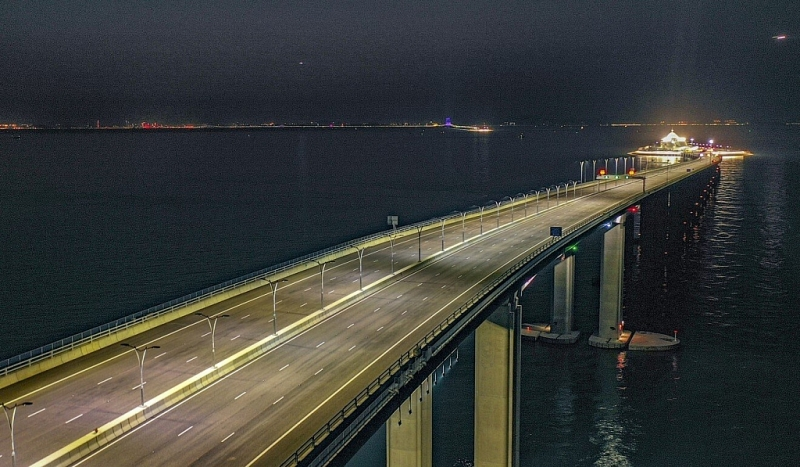 The suspects are accused of using the Hong Kong-Zhuhai-Macau Bridge to get cash out of the city. Photo: Winson Wong