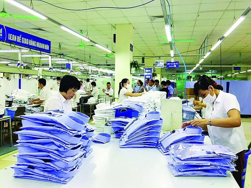 Without early solutions to help businesses return to production soon, firms in many key export industries will face the risk of international customers stopping or canceling orders to move to another country. Photo: Nguyen Thanh