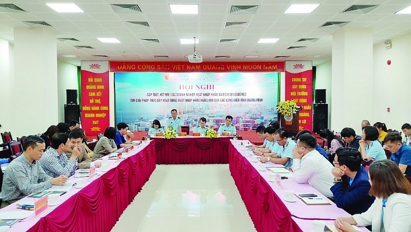 A business dialogue held by Quang Ninh Customs Department in April, 2021. Photo: Quang Hung