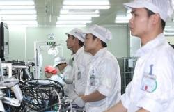 """Seven """"threats"""" to Vietnam's industrial development"""