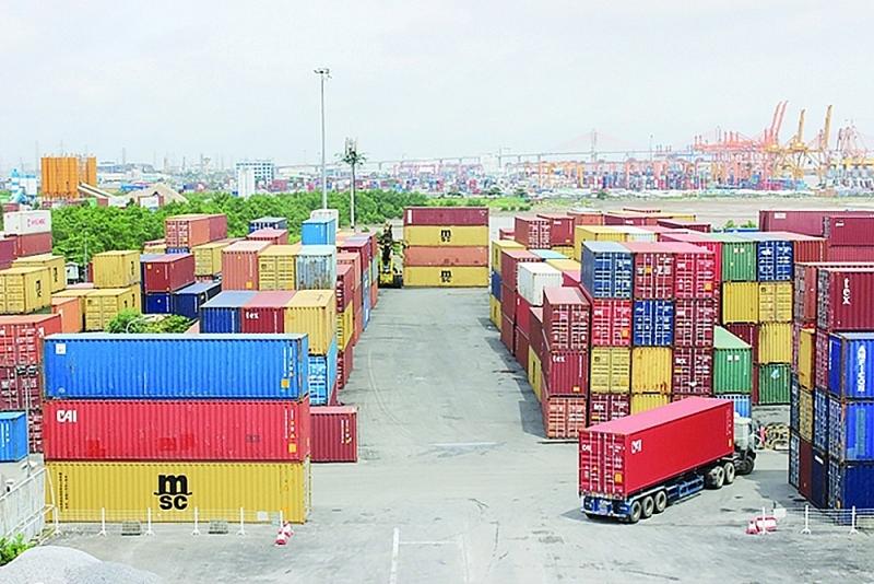 Import and export goods at Hai Phong port. Photo: Ngoc Linh