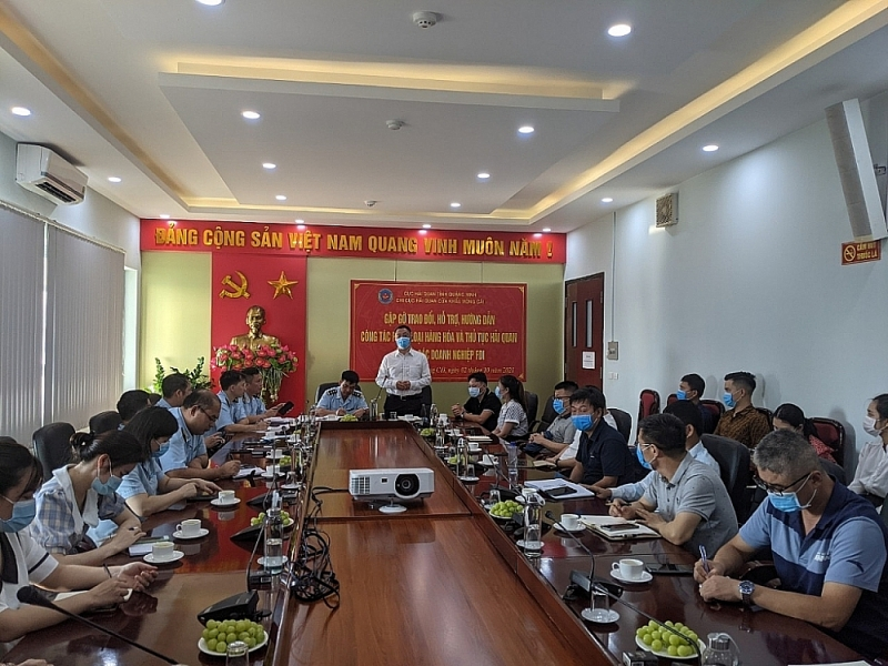 FDI enterprises appreciates the efforts of Mong Cai Customs in reforming administrative procedures. Photo provided by Mong Cai border gate Customs Branch
