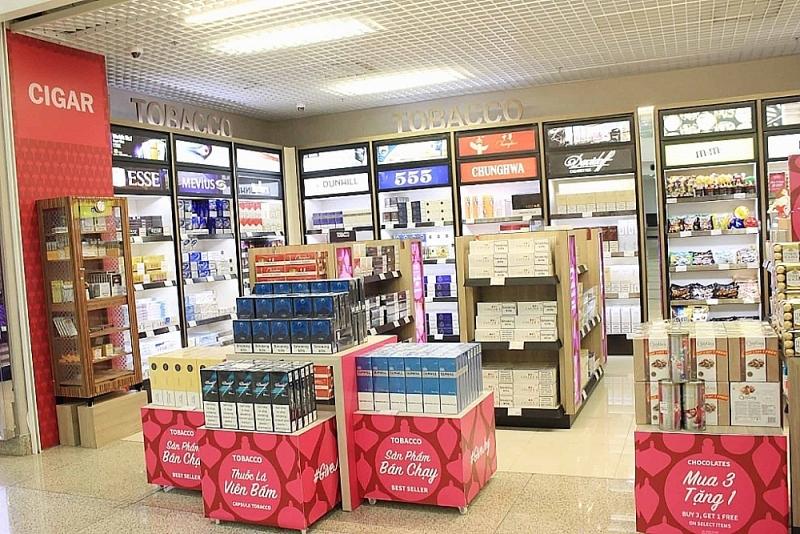 A duty-free shop at Noi Bai International Airport. N. Linh