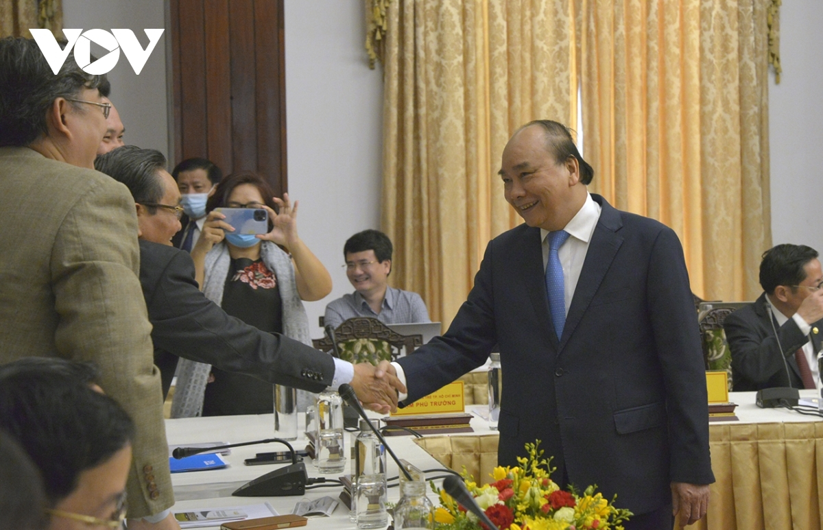 PM Phuc calls on combined strength for stronger national development