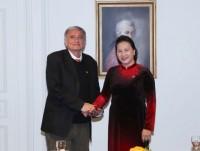 Top legislator hails people-to-people ties in Vietnam-France relations
