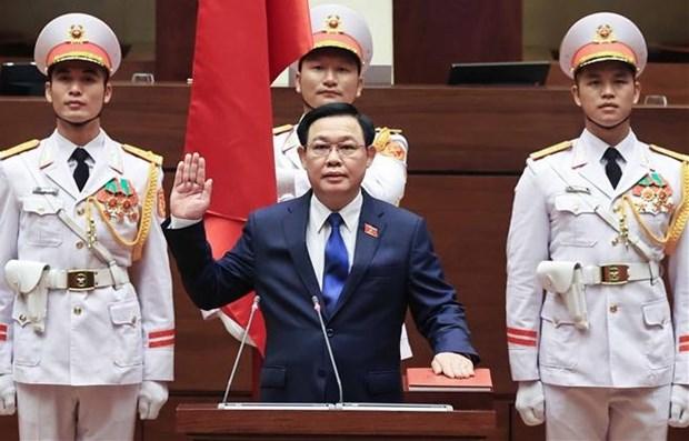NA Chairman Vuong Dinh Hue takes oath hinh anh 1