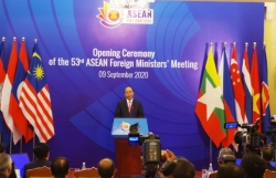 PM Phuc highlights ASEAN solidarity in coping with difficulties and challenges
