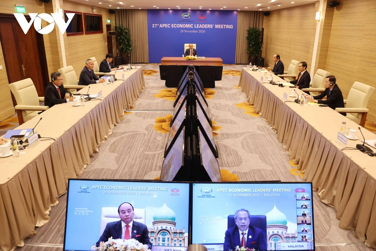 Vietnamese PM Nguyen Xuan Phuc and other officials attend the virtually held APEC Summit from Hanoi.