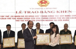 Many customs officials received certificates of merit for making active contributions to specialised inspection reform