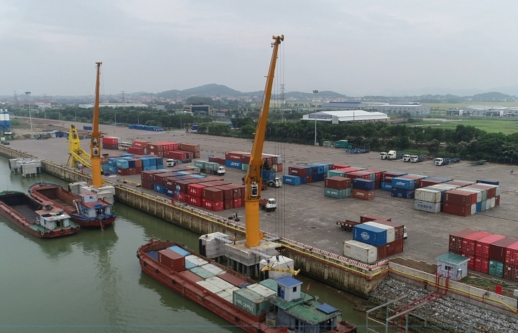 Inland waterway transport - maintaining the supply chain amid the pandemic centre, reducing logistics costs