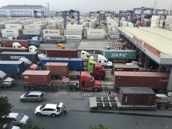 With backlogged goods at port, HCM City Customs proposes solutions