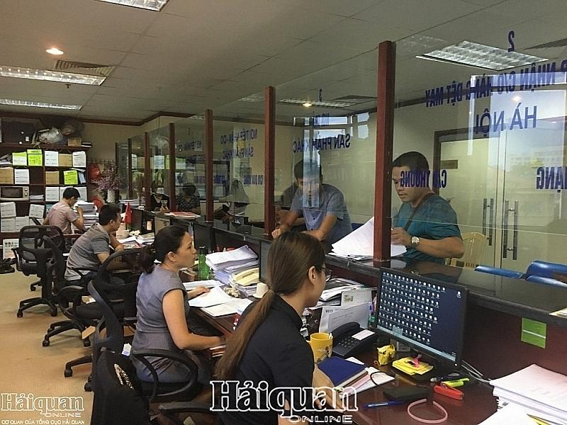 Granting C/O at VCCI. Photo: H.Dịu