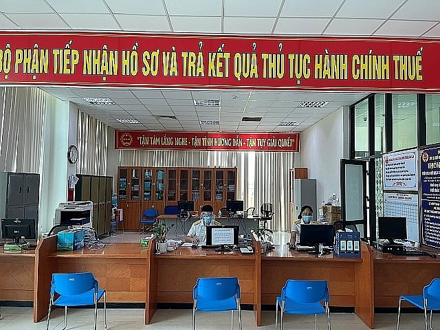 The Hanoi Tax Department is implementing measures to support enterprises and business households to overcome difficulties caused by the Covid-19 pandemic. Photo provided by Hanoi Tax Department.