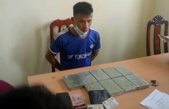 Dien Bien Customs arrests person transporting nine bricks of heroin