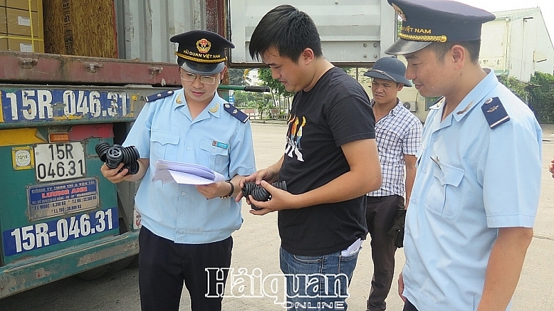 The Customs authority has promoted communication and support activities to achieve the goal of improving the ranking of the PAR Index . In the photo: Professional activities at Bac Thang Long Industrial Park Customs Branch. Photo: N.Linh