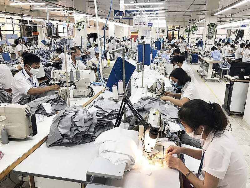 Businesses in Hanoi are urging production to resume to keep up with the schedule. In the photo: production activities at Garment 10 Corporation. Photo: H.Duu