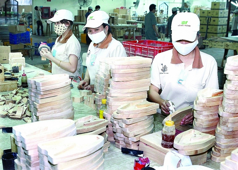 Producing wooden products for export at Duc Thanh Wood Processing Joint Stock Company. Photo: D.T